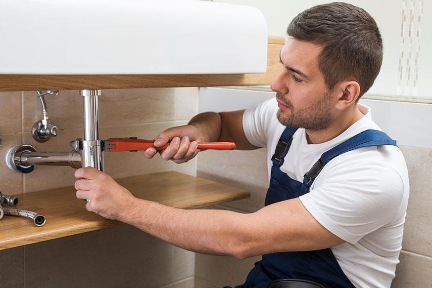 Instalación de un mueble suspendido para baño